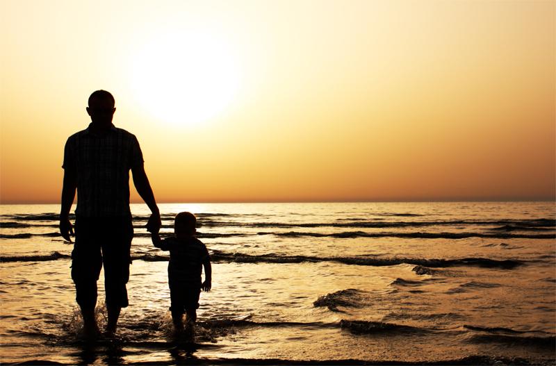 dad-walk-on-beach